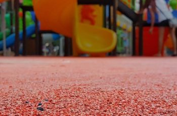 Conhece a norma da ABNT para Pisos de Playground?