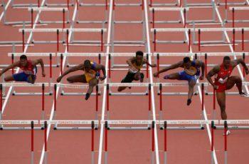 Acessórios Fixos, Móveis e Implementos de Pista e Campo para Provas de Atletismo