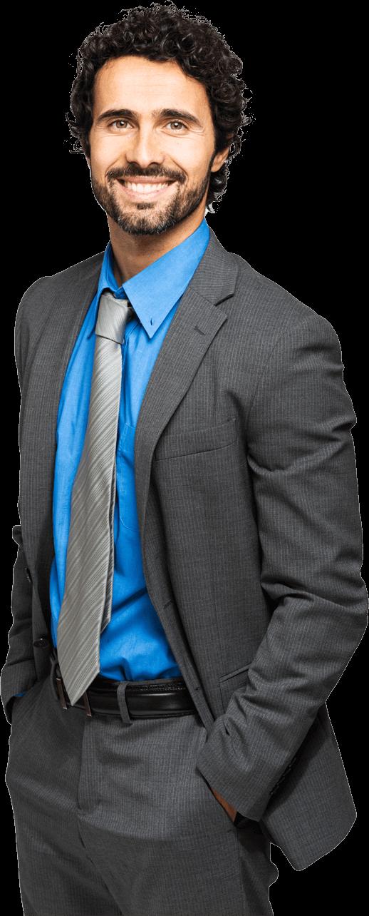 Homem de negócios com cabelos castanhos cacheados vestindo terno e camisa social azul sorrindo para o usuário